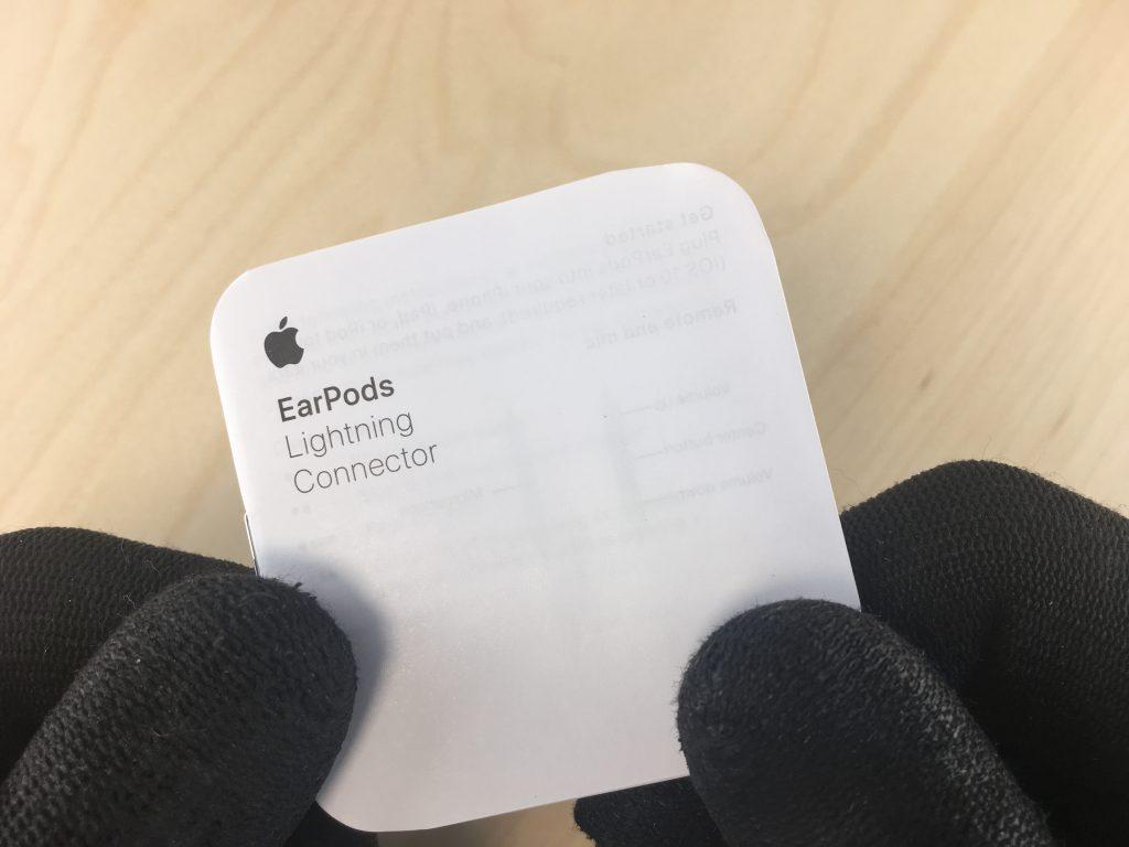 Observar el librito de instrucciones de los auriculares del iphone 7 para ver si son originales